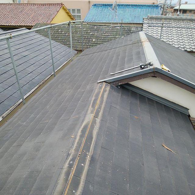 #大阪解体アスベストカラーべすと状況、約30年前の住宅の屋根によく使用されているので撤退する前にカラーベストの裏側に製品番号が記載されてるので、撤退前ネットで調べる事をオススメします。