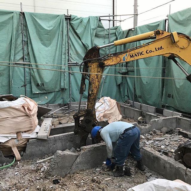 #解体#大阪#建物解体後、基礎部を撤去している状況。#ゴミが、地中に混ざらないよう、丁寧に集積中。ご苦労様!